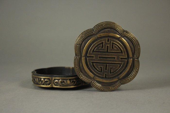 悅年堂 --- 銅 壽字 梅形 蓋盒