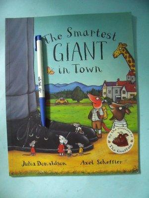 【姜軍府童書館】《The Smartest GIANT in Town》英文繪本故事