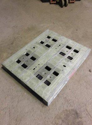 二手 110x90 重型塑膠棧板