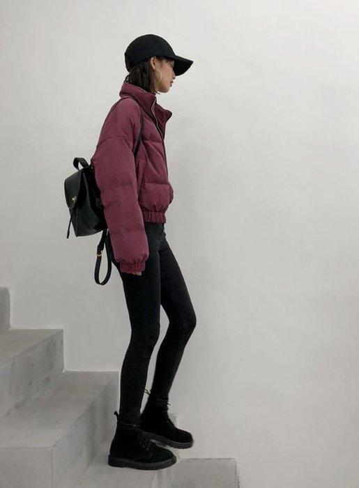 【鳳眼夫人】獨立設計品牌訂製款3色 手填90%白鴨絨啞光時尚莫蘭迪個性帥氣小立領休閒棒球短版羽絨外套 無敵長腿 保暖防風