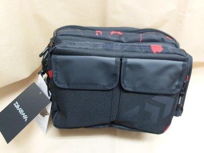 【欣の店】Daiwa2020 ヒップバッグ(C)側背包 臀包 路亞軟絲 專用 火焰岩溶色彩