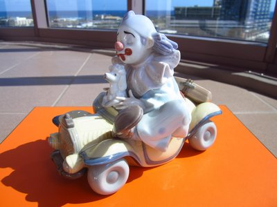 西班牙頂級瓷器品牌【LLADRO】雅緻瓷偶 坐在車上的小丑 擺飾 PRIVILEGE 會員限定版 不附盒 保證全新正品/真品 現貨