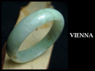 《A貨翡翠》【VIENNA】《手圍18.6/16mm版寬》緬甸玉/冰種花園嫩豆飄蜜葉/玉鐲/手鐲T*-001