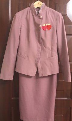 中華航空 山梅紅紫雲灰 空姐制服 三件組❤️ 另有新加坡長榮航空制服 典藏 優雅氣質 另有公發大衣制式鞋 肩背包 衣袋拉箱