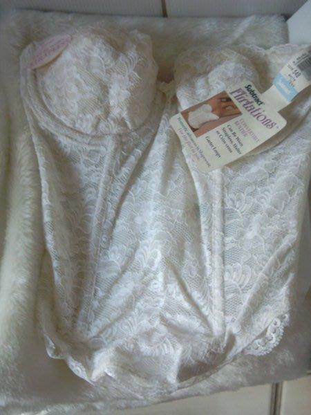 ~全新~ 進口 subtract 白色蕾絲馬甲胸罩內衣--34b