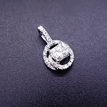 【D-W 香港鑽石世界】全新GIA18K白金 50分 E/ VS1 方型光環時尚鑽石墜子--001420-188
