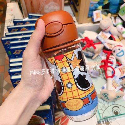 Miss莎卡娜代購【香港迪士尼樂園】﹝預購﹞玩具總動員 胡迪警長 吸管水壺 冷水壺