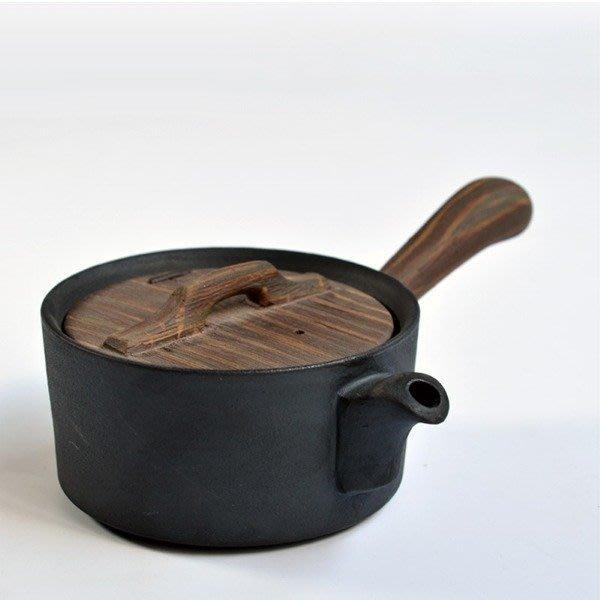 5Cgo【茗道】含稅會員有優惠 526189048252粗陶瓷功夫茶具黑陶單壺泡茶器粗陶側把壺仿古木質手把橫把茶壺大容量