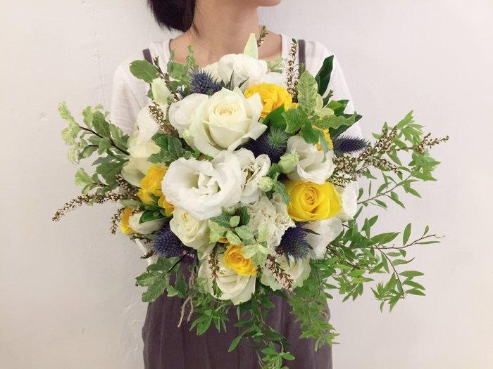 F01。森林草感捧花。黃白色系新娘捧花。拍照手綁花。客製捧花。台北歡迎自取【Flower&House花藝之家】