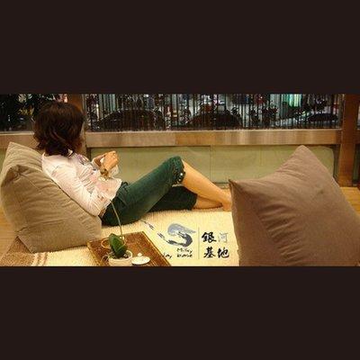 【最佳三角墊-咖啡色】美腿 孕婦 抬腿枕 懶骨頭 彈力佳 增加腿部循環 高評價台灣製 靠枕 (免運)  **銀河基地**