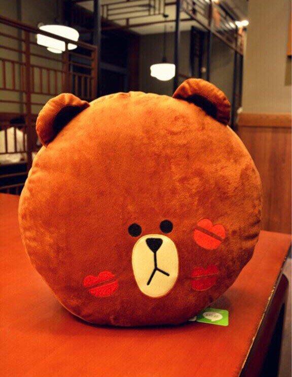 現貨唇印熊大抱枕午安枕辦公室靠墊必備