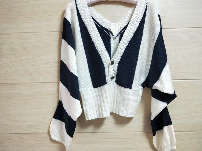 丹丹衣坊--時尚黑白條紋毛衣