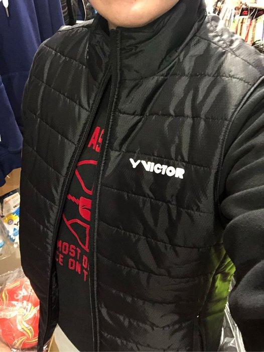(羽球世家) VICTOR 獨家販售限量款 勝利輕量化運動背心 防風背心 男防潑水保暖 梭織背心 立領鋪棉 保溫