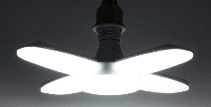 【雜貨鋪】E27/60W 四葉燈 LED燈泡 可折疊 全電壓 省電照明 省電燈泡 LED燈