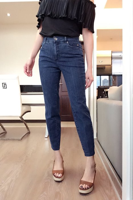 *Beauty*Elegance藍色繡綠口袋貼皮LOGO牛仔褲F40  號 3990 元