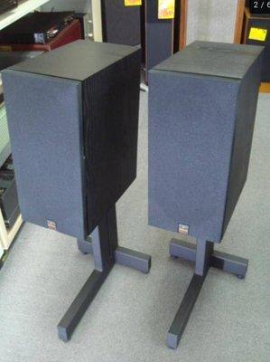 MERIDIAN M30主動式喇叭低音下到38Hz內建共140W擴大機高低音分音放大,數位流一次到位 帶原廠腳架易擺易聽