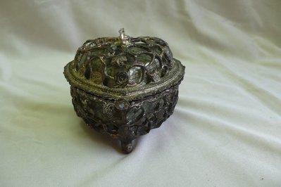 黑色小館~旗10~~珠寶音樂盒 (約尺寸9x9cm.高7cm.重320公克)