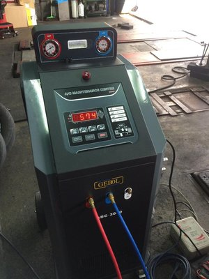 冷氣管路清洗  更換冷凍油  壓縮機 膨脹閥 散熱片 更換維修 歐系車 VW  BMW  BENZ MINI AUDI