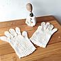 歐洲老件手織蕾絲手套,售1800元。