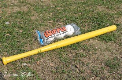 (美國原廠)東森&民視體育新聞專訪*超威*威浮球(Wiffle Ball)18顆威浮球(3刮)+6黃棒含運=2530元