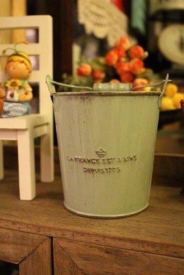 zakka糖果臘腸鄉村雜貨坊     雜貨類..日系提桶.多肉花桶.鐵桶.花器.開店用品/攝影道具/會場佈置/廣告布景