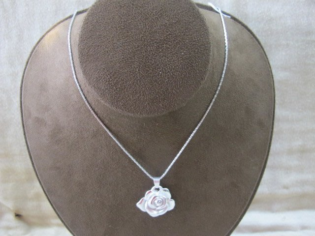 二手舖 NO.113 純銀玫瑰項鍊 銀飾 墜子 首飾飾品