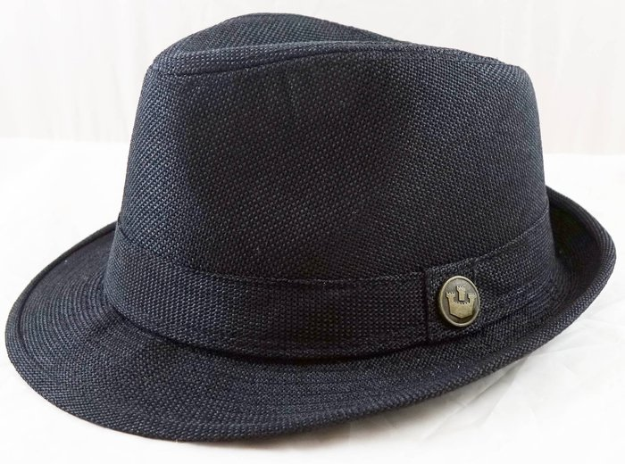 全新從未用過,黑色中性帥氣率性帽子,很細緻喔!商品細節請見圖示,免運費!