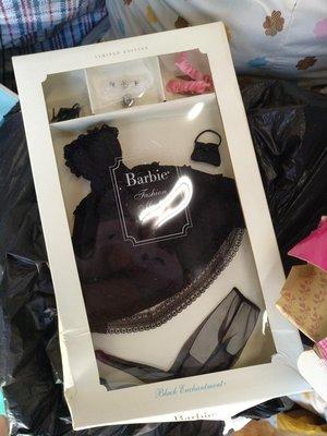 全新 Mattel Barbie Fashion Model Black Engagement 陶瓷衣服套裝配件珍藏保存完好未開封