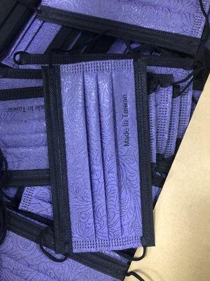 台灣製造 三層防護成人/大童口罩50片/盒 CNS14774檢測過濾率99.8%~買三盒送SoFF口罩減壓護套透明霧一組
