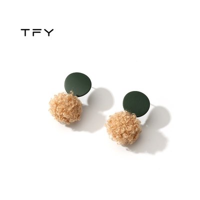 SWEET COVE~韓國氣質短髮白色毛毛球ins秋冬款耳環925純銀針短款極簡百搭耳釘