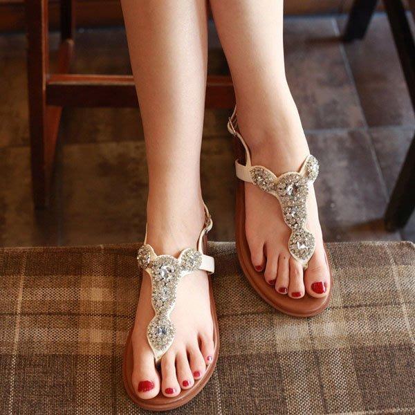 5Cgo【鴿樓】會員有優惠  529397283828 涼鞋女夏水鑽平底學生韓國真皮簡約夾腳女鞋夾趾羅馬风格