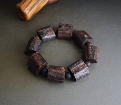 棋楠降真香  隨形手珠 2.0*1.5顆,麻絲紅糖芯料,極少罕見.天然降香. 椰香.蘭花香,稀缺少 K798
