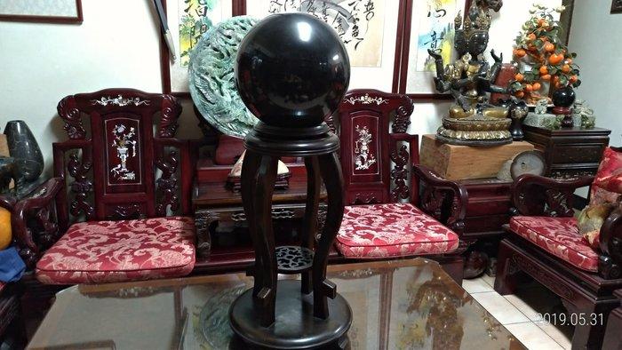 黑曜水晶球/直徑30公分重量32.3公斤/黑檀木底座高61公分寬37公分深37公分/重量7.5公斤