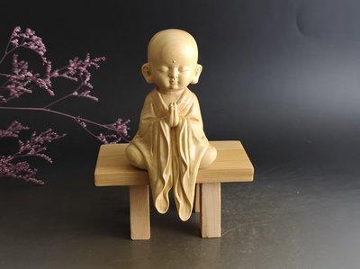小沙彌+底座 ~ 黃楊木 手工雕.雕工精緻 -  原木色.....P2530