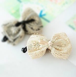 全新現貨韓國直送正品飾物髮飾頭飾 蕾絲布藝大蝴蝶結淑女香蕉夾竪夾-米色