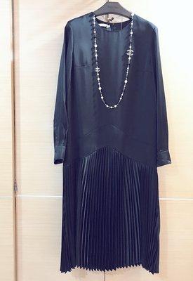 全新竇騰璜黑色復古絲緞百褶洋裝