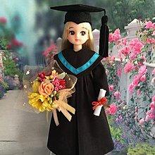 自家製畢業公仔 Licca大學畢業袍(彩藍色邊)連四方帽花球不連公仔歡迎查詢