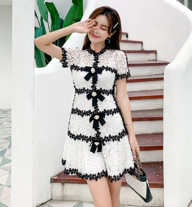 ♥PK漂亮♥ F18089 S~L號 黑白色拼接蕾絲小香風甜美立體蝴蝶結短袖短裙連身洋裝