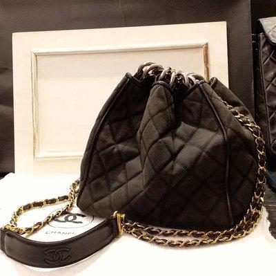 Chanel vintage黑色金鍊老香水桶束口菱格斜背肩背包,棉布牛仔單寧配羊皮