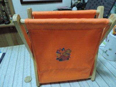 小熊圖案 亮橘色 原木骨架帆布套 書報架 製物架 收納架 垃圾桶 紙屑桶
