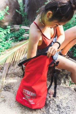 日本Stream Trail最新AMPHIBIAN系列羽量型防水後背包Breathable Tube M 紅色Red