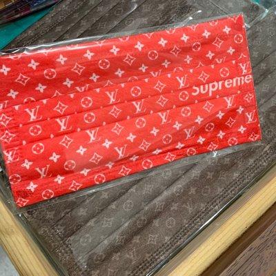 [韓娜]特價ㄧ週到11/02特殊紅老花收藏款L*/ &V字字樣成人平面口罩4⃣️片ㄧ組ㄧ次性口罩(搜尋?韓娜口罩)更多絕美中絕版款等您來收藏衛生品