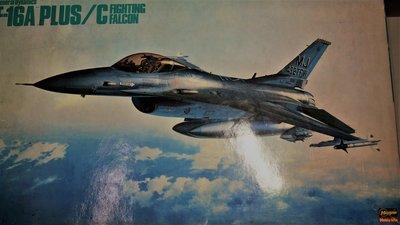 1:32  F-16 A PLUS / C 戰隼式(內含金屬蝕刻片,非常細膩)