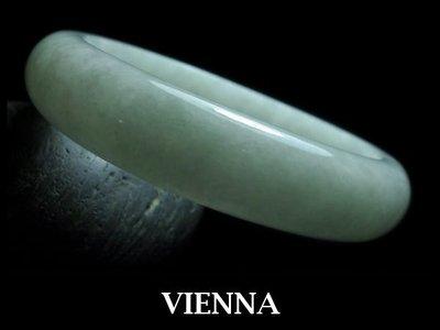 一元起標無底價《A貨翡翠》【VIENNA】《手圍17/14mm版寬》緬甸玉冰種嬌嫩葉綠蜜白/玉鐲/手鐲F*-037