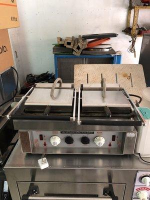 二手中古無煙煎烤機、電烤箱、發酵箱、麵糰分割機整型機、吐司切片機、麵糰冷凍冰箱