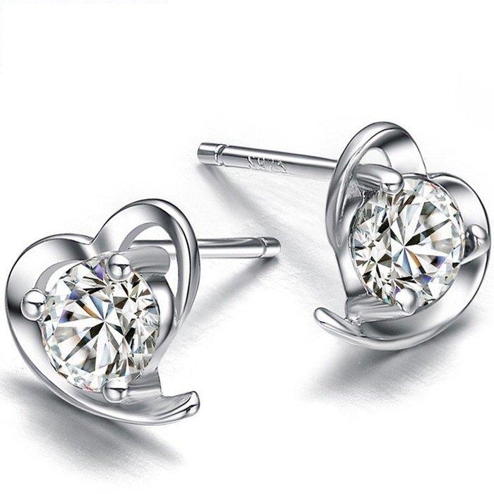 《預購》心形國際S925純銀透明銍石耳釘 耳針 生日 情人禮 聖誕節 禮物 Baonizi 寶妮子