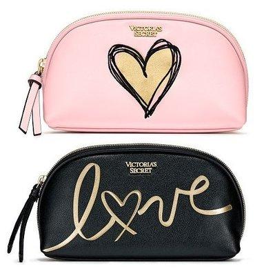 【菲菲美國舖】時尚亮眼。現貨~* Victoria's Secret *~名模御用❤亮眼金色愛心手拿包/化妝包兩件組