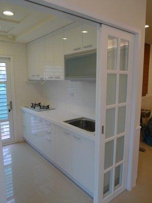 廚具*美麗櫥*一字型~高雅人造石檯面、炫麗結晶鋼烤門板廚具210公分+三機配備~只要$47,900元