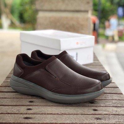 出清特賣clarks 新款休閒鞋低幫皮鞋男Un Rise Step一腳套便鞋 棕色  39-44碼