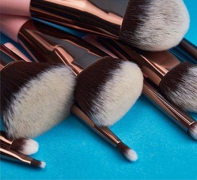 果子小舖. 新品上市!Seeumi 9入刷具化妝組 / 便攜式刷套組,附專屬化妝包,兩色可選,現貨供應!